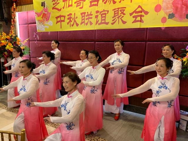 照片十一:精彩的舞蹈表演