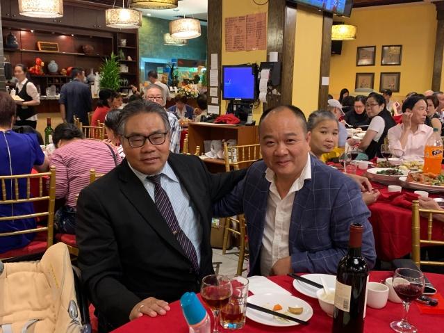 照片十四:李著華總裁與香港超市東主陳健明合影