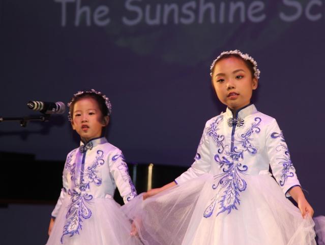 3.芝加哥總領館陽光學校學生合唱 《茉莉花》