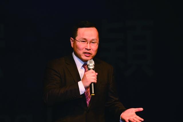 「舞鈴劇場」的團長林宏穎致詞