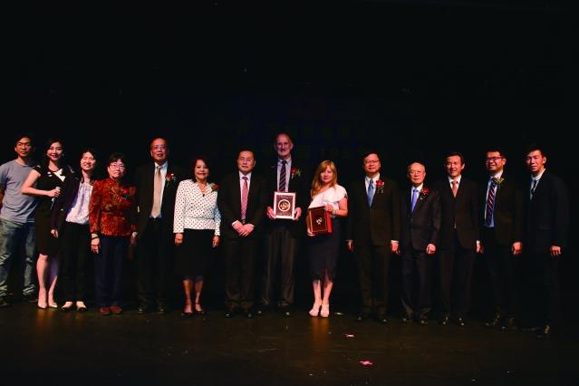出席雙十國慶 「舞鈴劇場」的貴賓們合影