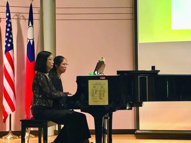 蔡淑慧(左)和高志理(右)鋼琴四手聯奏《Tango Andaluza、Slavonic Dance, Op.46, No.8》