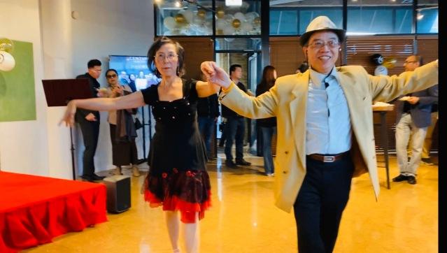 5.廖錦良夫婦翩翩起舞歡慶公司成立1週年