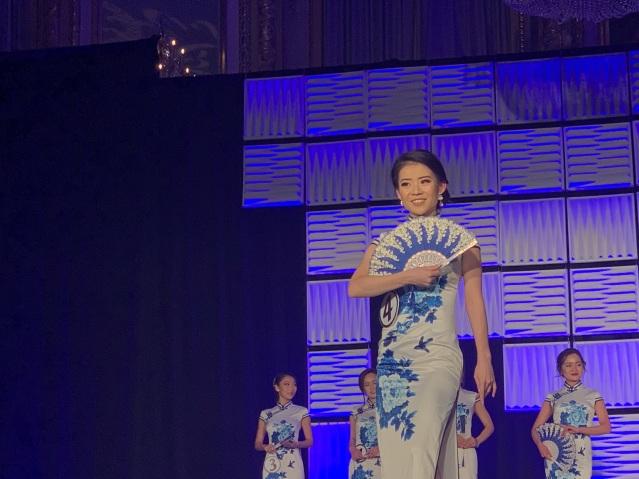 7.冠軍梅敏華身穿旗袍展現東方女性韻味