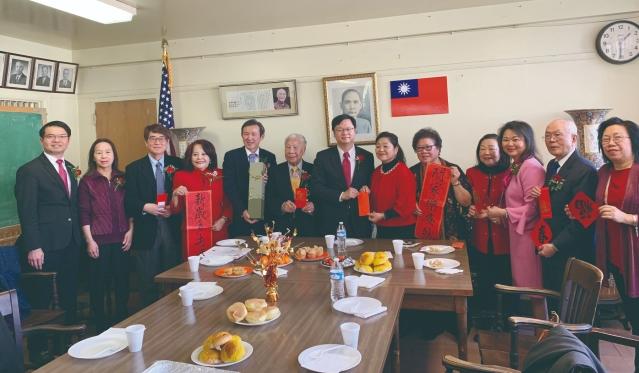1、黃鈞耀處長、伍健生主席及全體同仁拜訪華僑婦女會