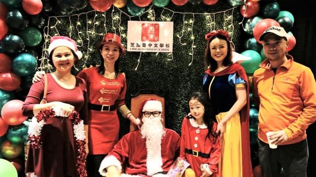 嘉宾与圣诞老人合照